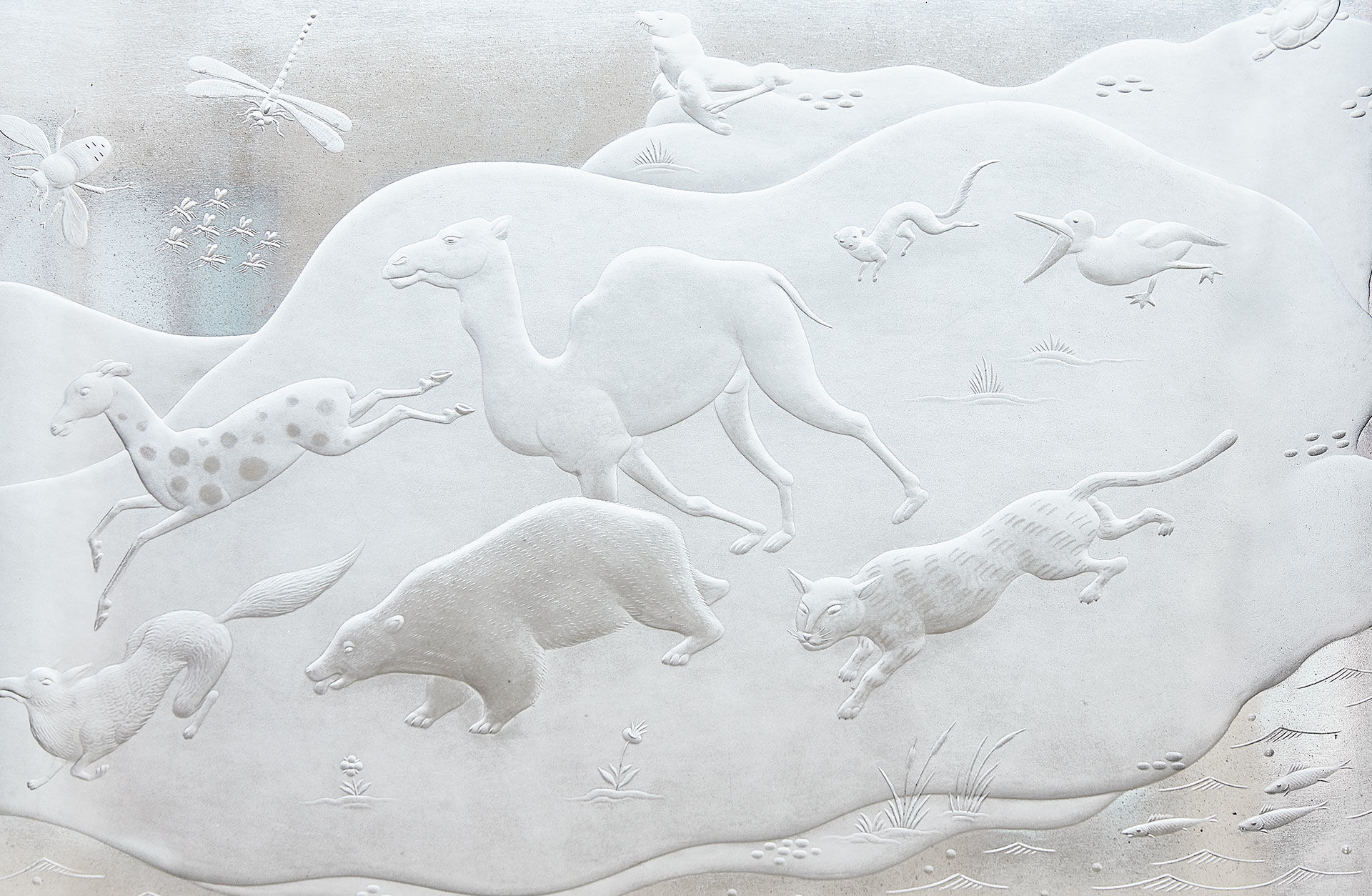 Konst-i-konserthuset-glasrelief-bild-i-text