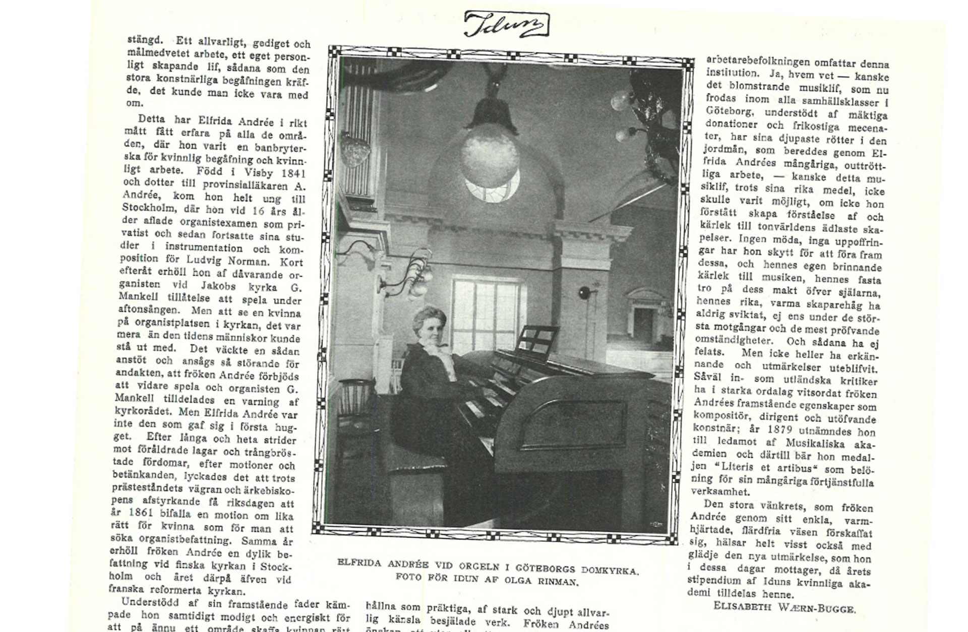 Faksimil ur tidningen IDUN 6 feb 1908. Alfrida Endrée sitter vid domkyrkoorgeln.