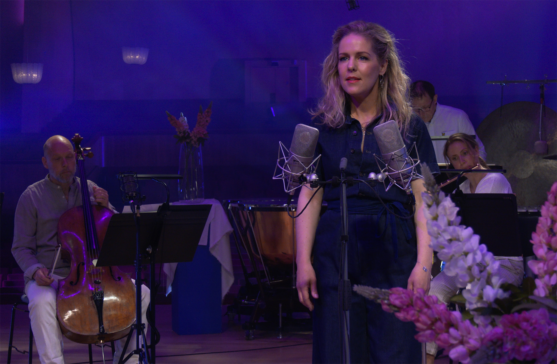 Sofia Karlsson och musiker ur Göteborgs Symfoniker